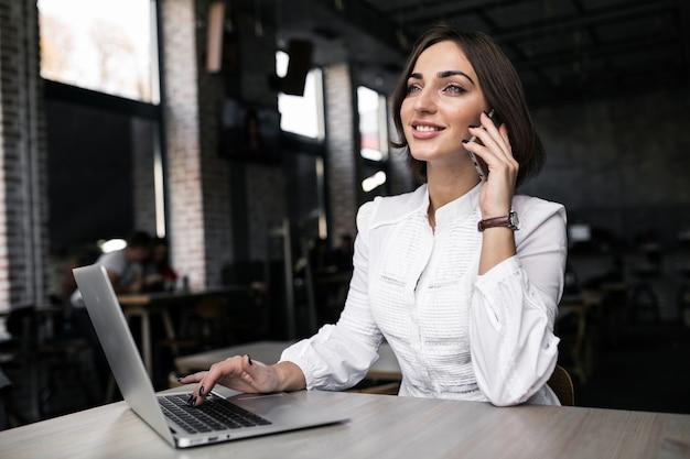 Business-frau arbeiten