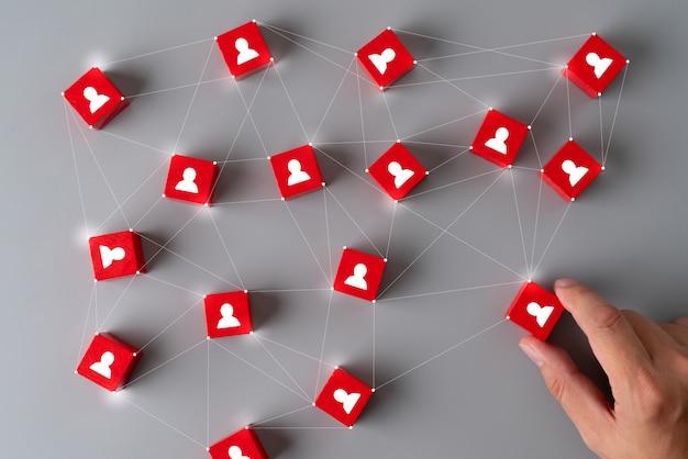 Business & hr puzzle würfel mit der hand