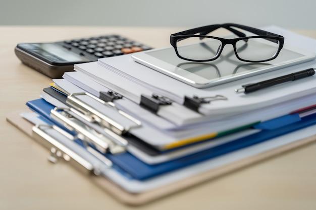 Business-konzept stapel von dokumenten grafik finanziellen job succes