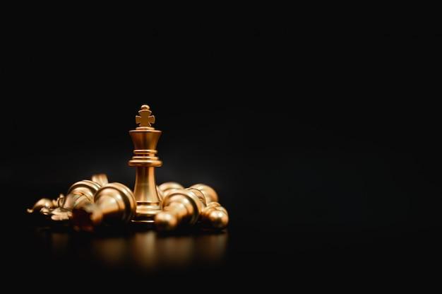 Business-leader-konzept. strategieplanung und wettbewerb für schachbrettspielstrategien