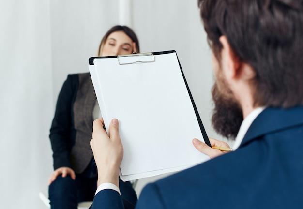 Business-mann-hals-frau-arbeitsteam-rekrutierung