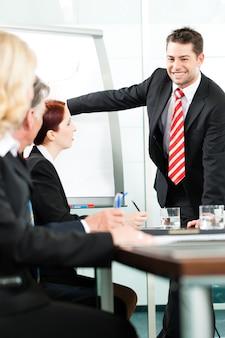Business - präsentation im team