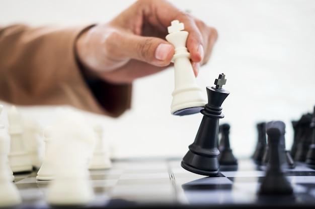 Business strategic formation in der schach spiel könig ist checkmated spiel vorbei