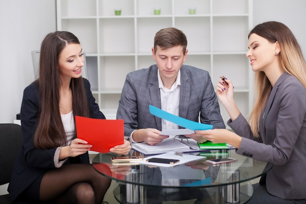 Business-team-meeting.