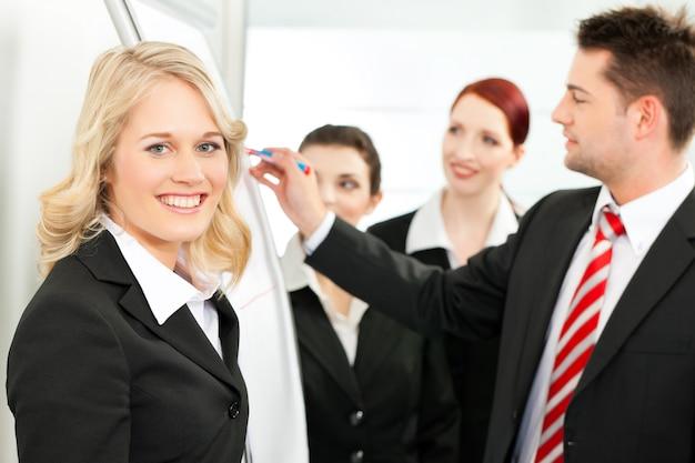 Business team mit führer im amt