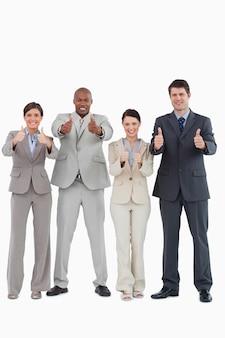 Businessteam, das daumen zusammen aufgibt