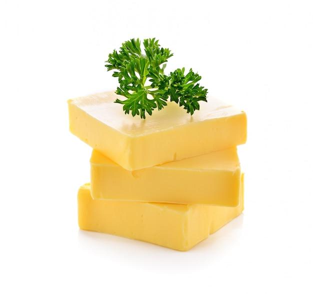 Butter auf weißem hintergrund