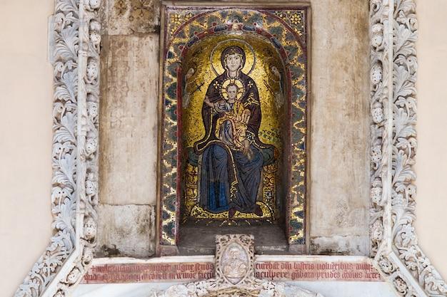 Byzantinisches mosaik von madonna und kind in palermo, sizilien