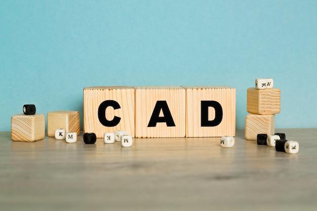 Cad-wort aus holzbuchstaben auf blauem hintergrund