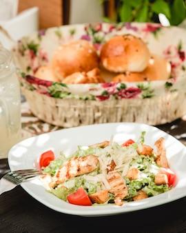 Caesar salat mit hühnchen