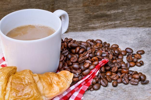 Cafe croissant bread kaffeebohne