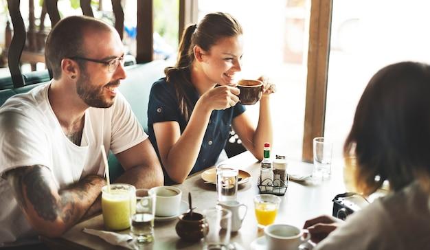Café-kaffee-restaurant, das entspannungs-schüttelfrost-konzept stillsteht