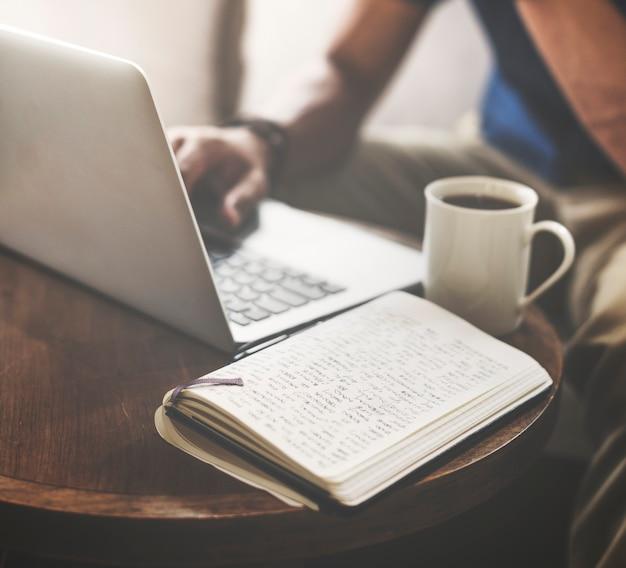 Café-kaffee-zufälliges kommunikations-internet-konzept