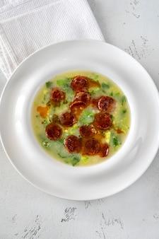 Caldo verde beliebte suppe in der portugiesischen küche