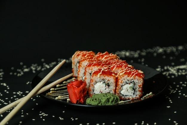 California roll crab frischkäse ingwer wasabi seitenansicht