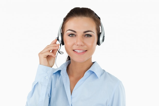 Call-center-agent im gespräch mit kunden