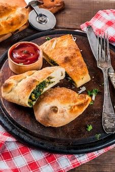 Calzone mit spinat und käse