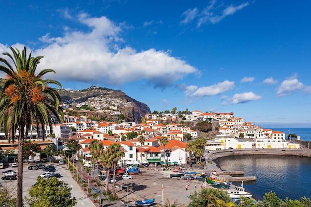 Camara de lobos ist eine stadt an der süd-zentralküste von madeira, portugal