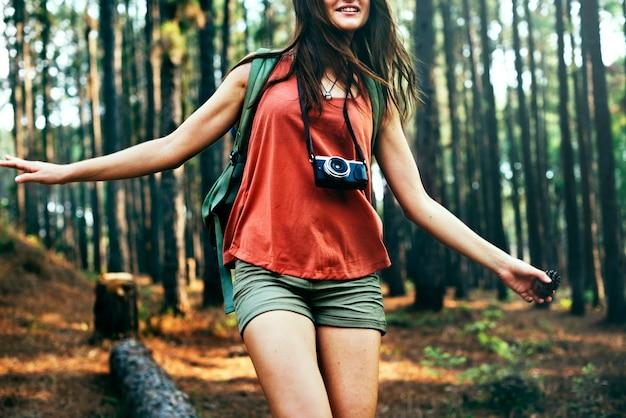Camping backpacker fotograf kamera advanture konzept