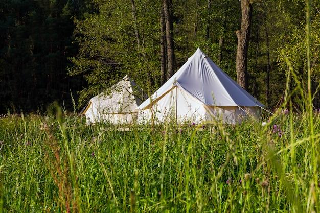 Camping leinwand glockenzelte im freien