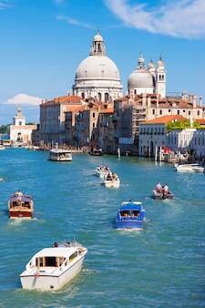 Canal grande mit basilika santa maria della salute, venedig, italien