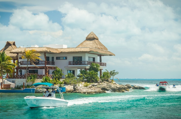 Cancun - isla mujeres. schöne aussicht auf die küste der insel isla mujeres.