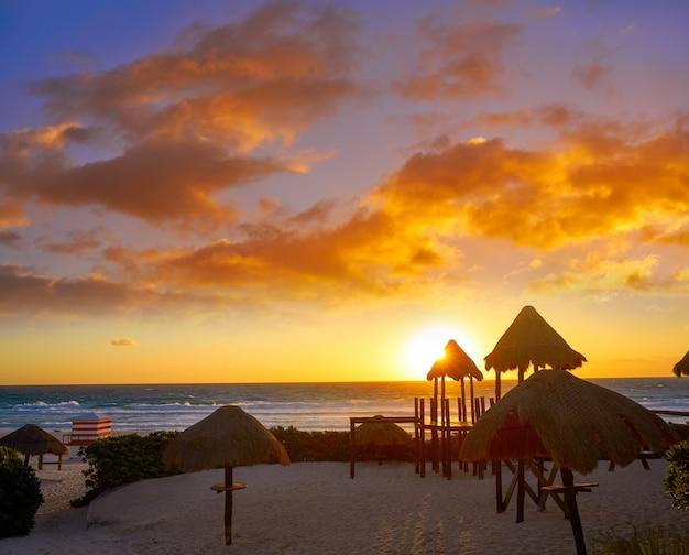 Cancun-sonnenaufgang am delfines beach mexico