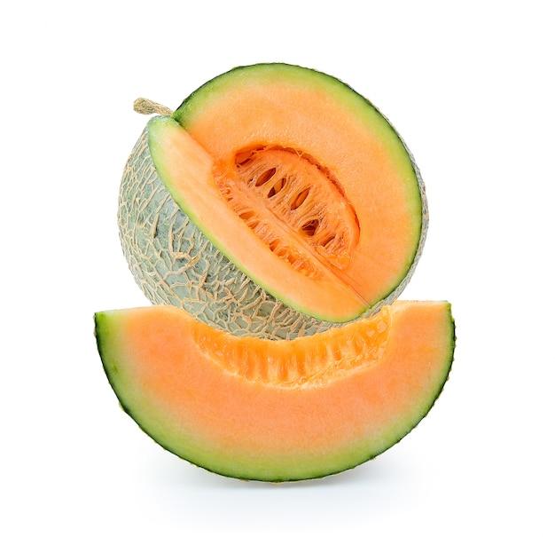 Cantaloupe melone isoliert. volle schärfentiefe isoliert
