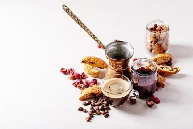 Cantucci kekse und kaffee