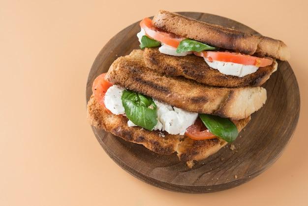 Caprese panini sandwich gesundes sandwich