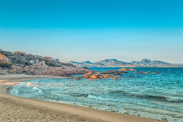 Capriccioli strand in costa smeralda, sardinien, italien