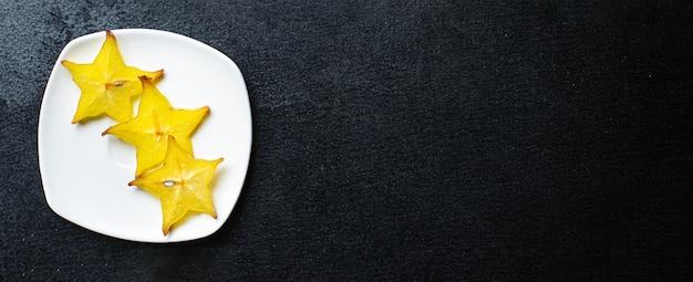 Carambola sternfruchtscheiben bereit, gesunde zwischenmahlzeit zu essen