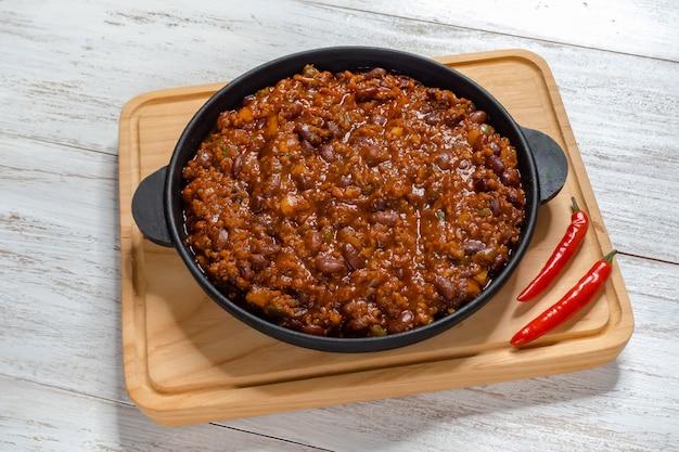 Carne adovada: roter schweinefleischeintopf aus new mexico red chile.