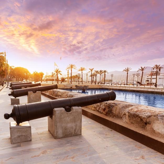 Cartagena-kanonen-marinemuseumshafen in spanien