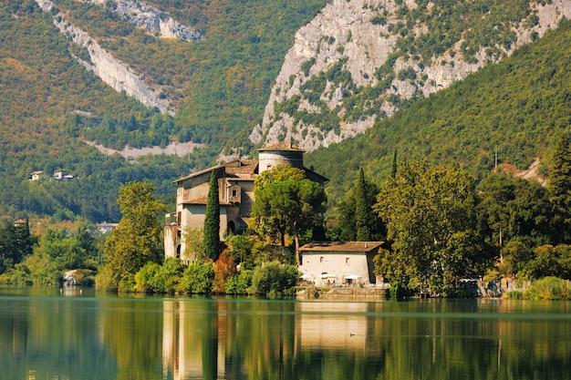 Castel toblino in der nähe des toblinosees