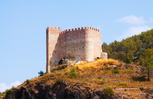 Castillo de gaibiel am sommertag
