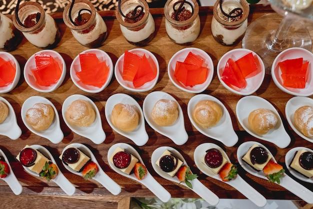 Catering-dessert-linie in hochzeitszeremonie