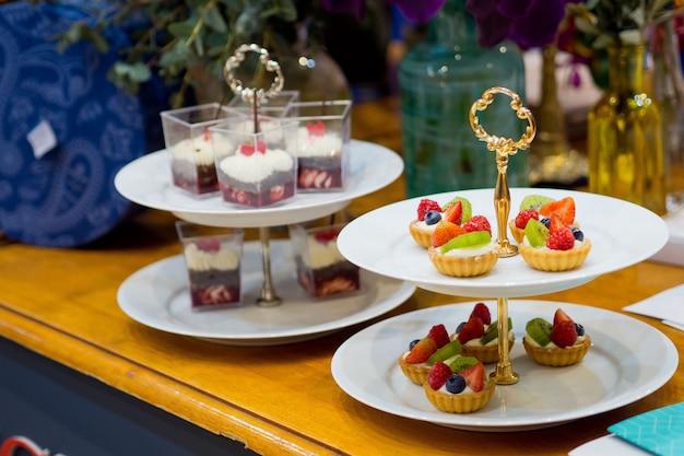 Catering food, dessert und süß, mini-häppchen, snacks und vorspeisen