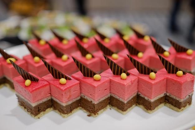 Catering food, dessert und süßes, mini-häppchen, snacks und vorspeisen, essen für die veranstaltung, konfekt