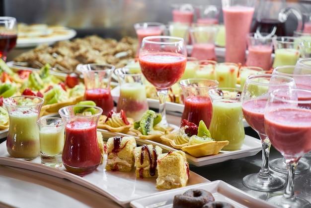 Catering mit snacks im restaurant