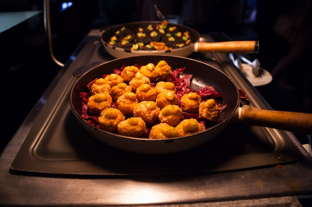 Catering-service für buffets, vorspeisen, vorspeisen und canapes