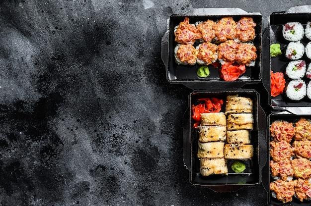 Catering, verschiedene arten von sushi-rollen gesetzt