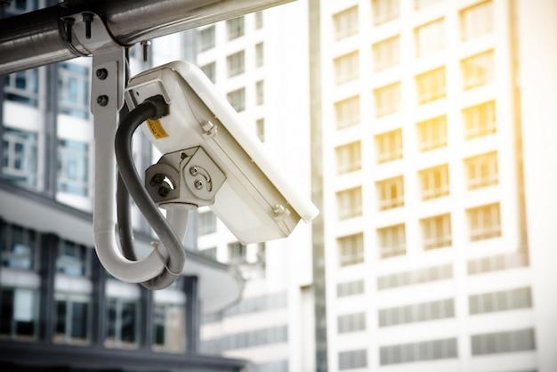 Cctv-kamera mit schutz für kriminelle in der metropole