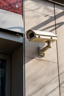 Cctv-kameras an der wand montiert