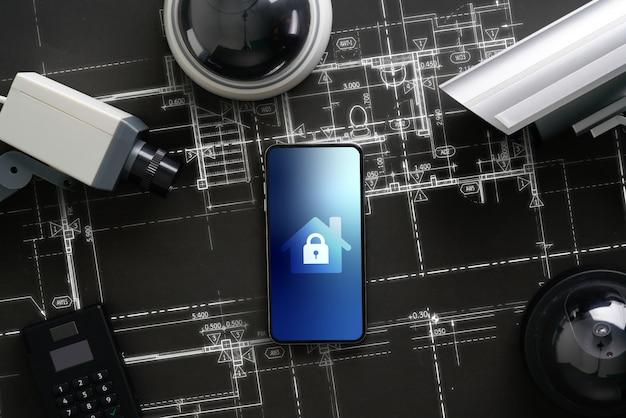 Cctv-sicherheitskamera mit symbolschnittstelle auf dem smartphone