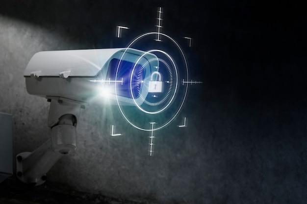 Cctv-sicherheitstechnologie mit digitalem remix des schlosssymbols