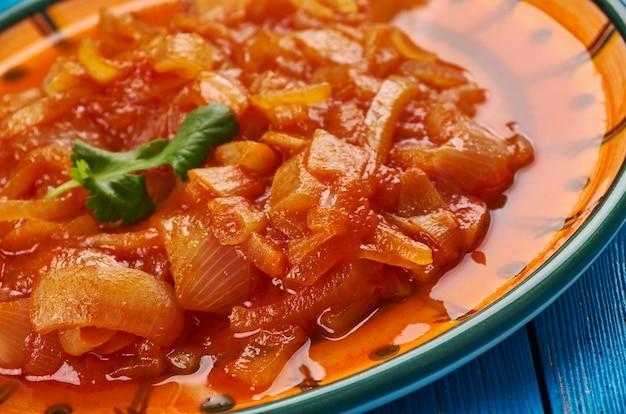 Cebolada - portugiesischer zwiebeleintopf, zwiebelsauce oder paste, portugiesische küche