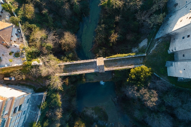Cecco's bridge luftaufnahme von oben nach unten