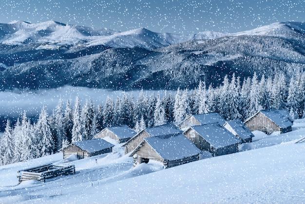 Chalet in den bergen. karpaten, ukraine, europa.