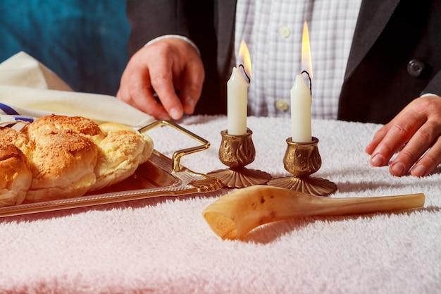 Challah oder hala ist ein traditionelles jüdisches süßes, frisches sabbatbrot.